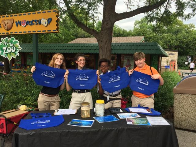 Isg Update Zoo Alive Teen Volunteers At The Saint Louis Zoo Take